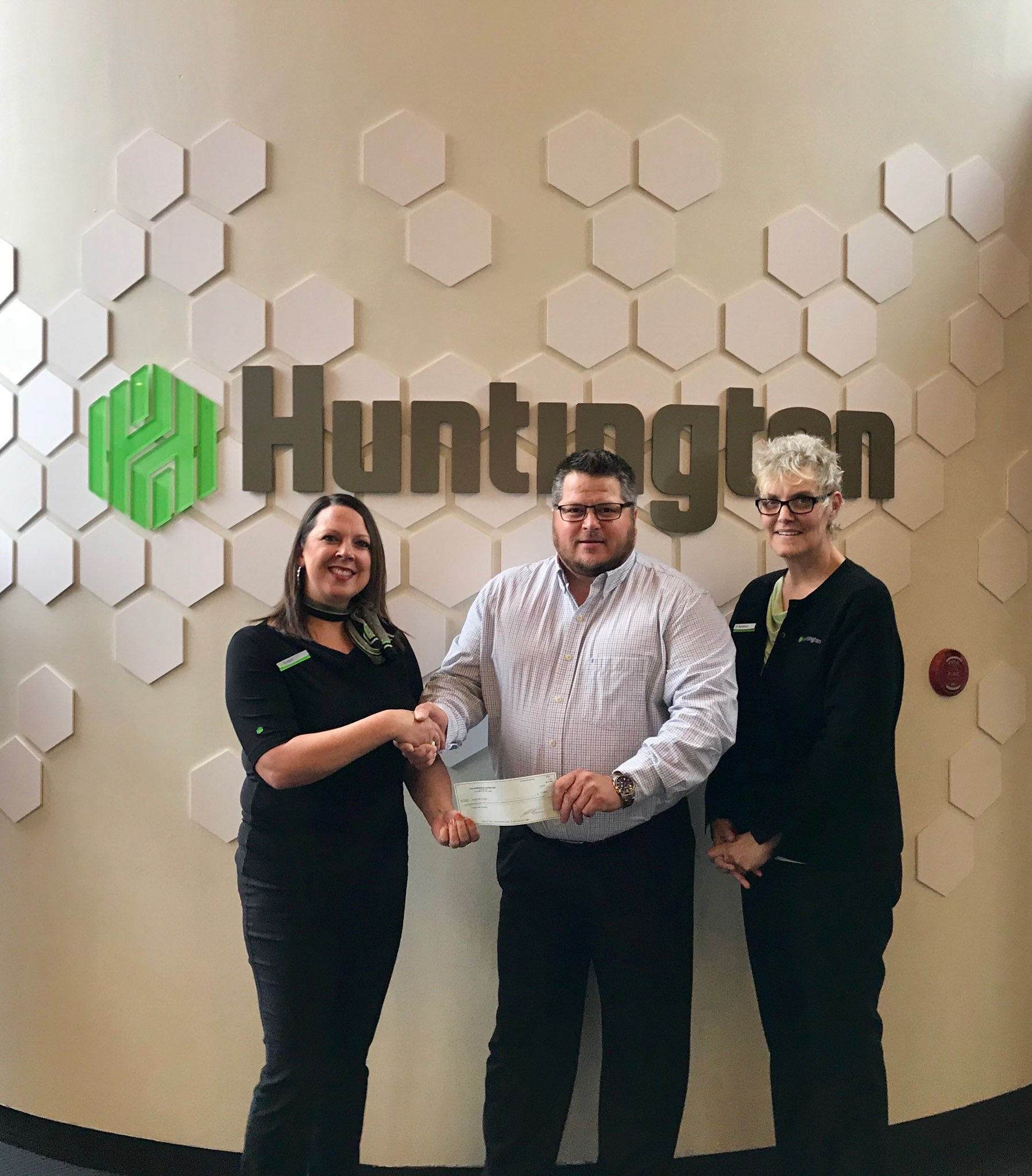 Huntington Bank Donates $10,000